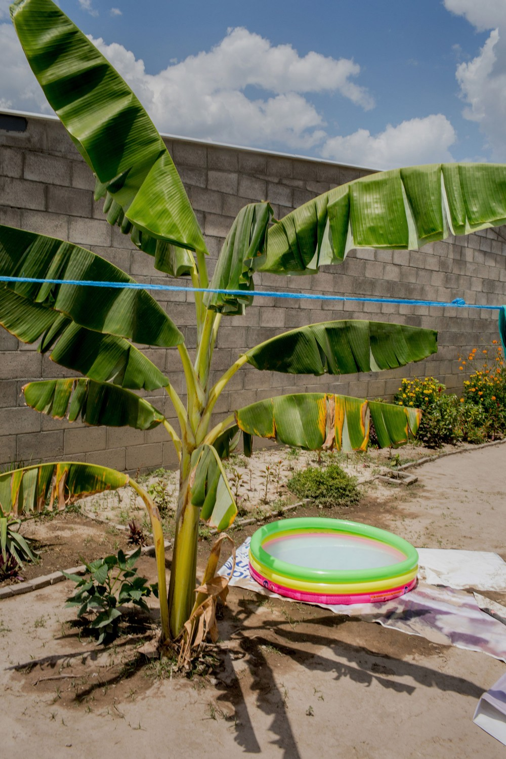 April 2017, El Salvador, San Salvador. A baby pool in the heat of the day in Tonacatapeque San Salvador. (Natalie Keyssar)