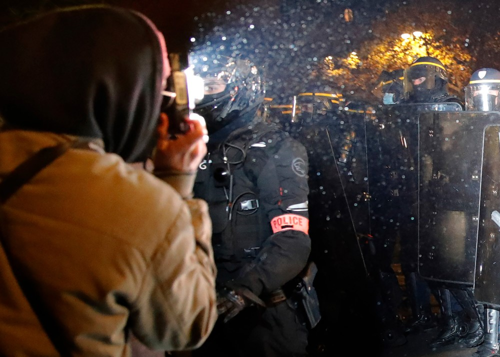 France Watching Police