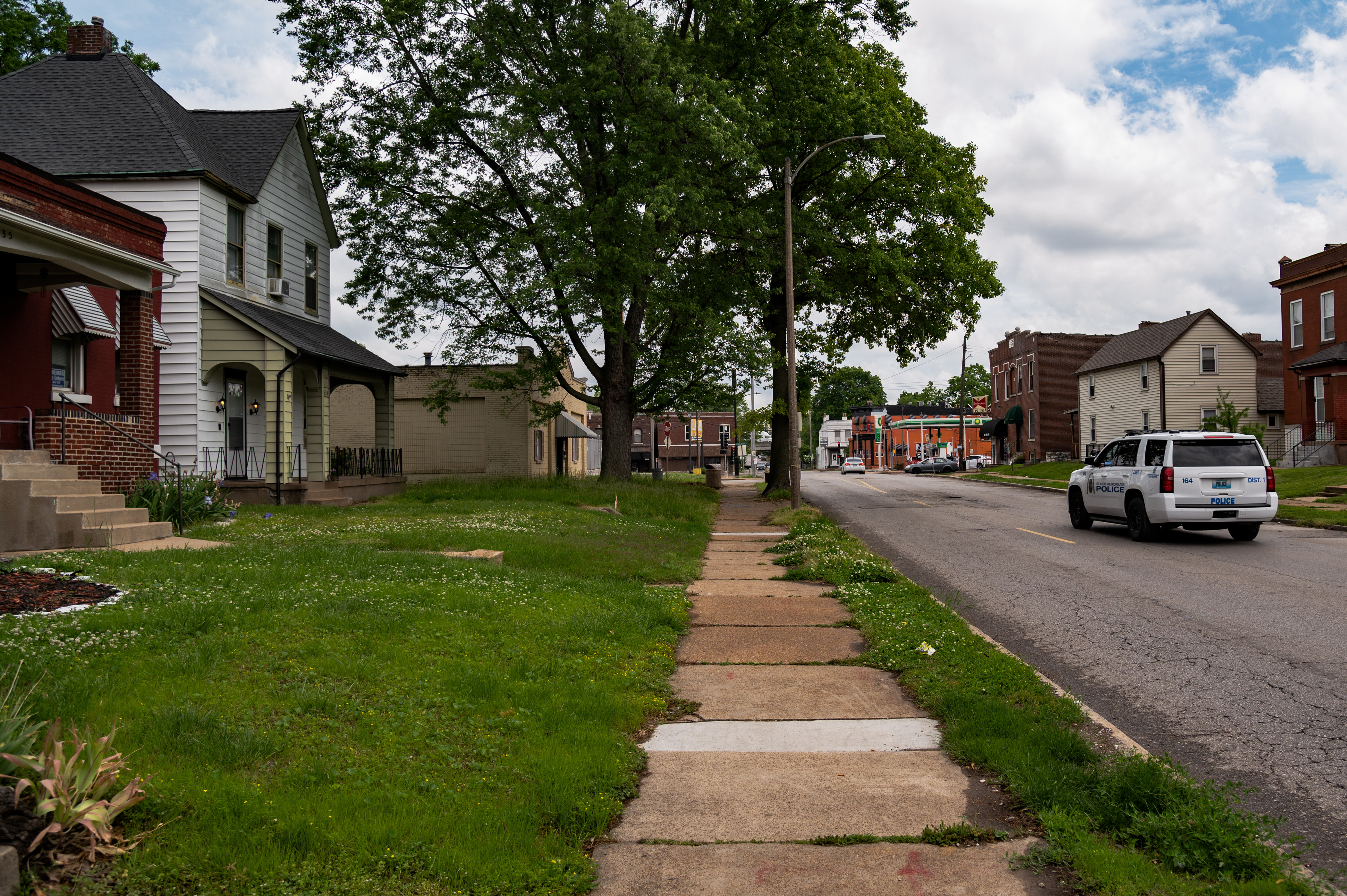 The area around 533 and 535 Bates Avenue is seen along Bates Avenue on May 17, 2021 in St. Louis, Missouri. Photo by Michael B. Thomas for The Intercept